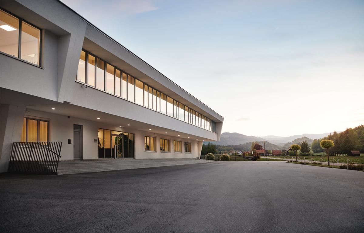 Firmengebäude der MSG in Wies im Sonnenuntergang